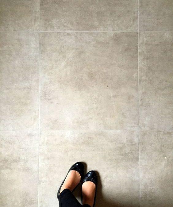 Instalação de piso de porcelanato